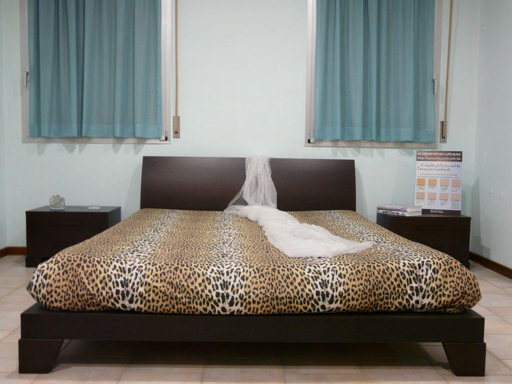 Offerta camera matrimoniale con armadio 8 ante occasione for Prezzo camera matrimoniale